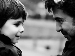 trucos para educar en positido. Psicologo infantil te ayuda en la crianza de tus hijos. Ven a nuestra Escuela de Padres en Puerta de Hierro, Madrid.