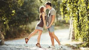 La adolescencia e suna etapa de cambios y el sexo está muy presente. Vivir de forma sana y respetuosa la sexualidad es básico para el desarrollo del adolescente.