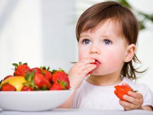 La alimentacion saludable y variable es fundamental. Los niños aprenden por modelos. Predica con el ejemplo!