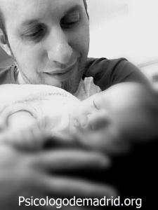 Ser papá no es fácil. ¿Sabes cuál es tu función? ¿Lo que se espera de tí? Resolvemos tus dudas en Psicologodemadrid.org