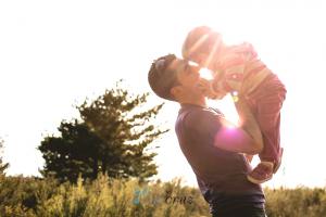 La función paterna incluye el facilitar la separación emocional bebé-mamá. para ello el papá puede crear y disfrutar de momentos de complicidad con el niño independientemente de la madre.